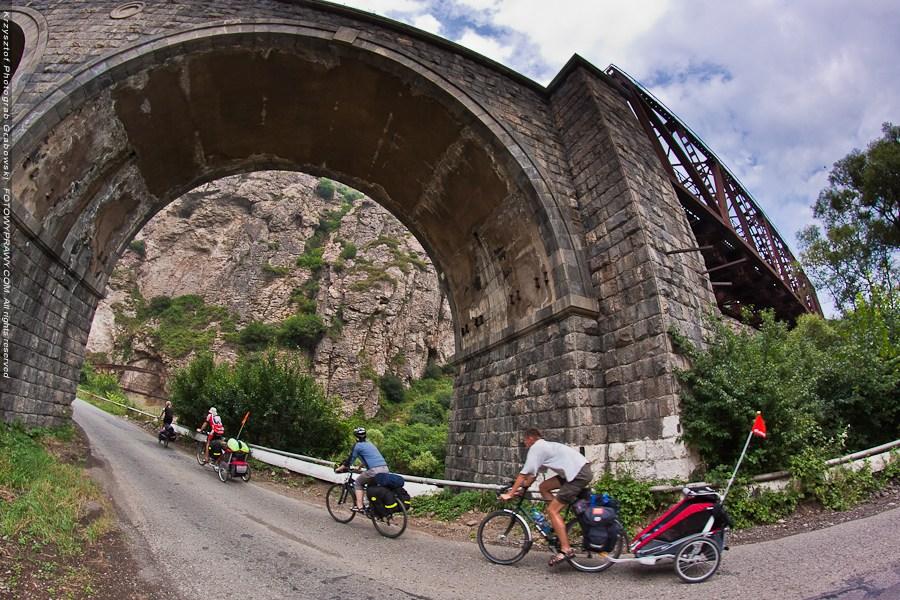 08c_armenia-pod-wiaduktem